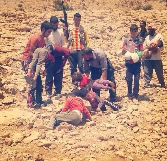 ერაყში ისლამისტი მებრძოლები ქრისტიან ბავშვებს თავს აჭრიან შემზარავი ფოტოები