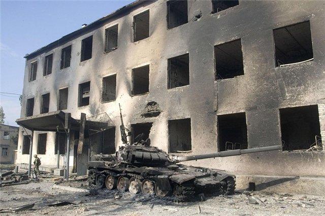 """2008 წლის 8 აგვისტოს დილით ქართულმა არმიამ ცხინვალის სამხრეთით განლაგებული ე.წ რუსი """"სამშვიდობო"""" ჯარების სამხედრო ბაზა გაანადგურა.ოკუპანტების სამხედრო ბაზა გაანადგურა ფოტო (ვიდეო)"""