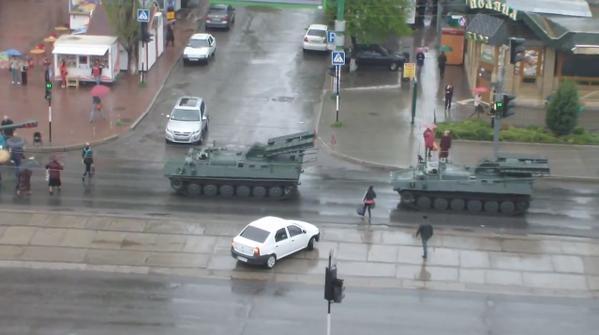 В Луганск прибыл новый «гумконвой» из абсолютно новой российской военной техники (видео)