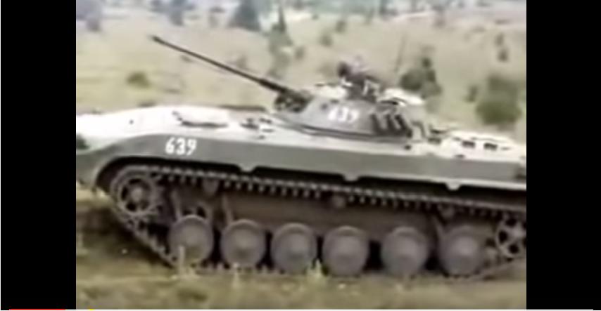 შეტაკების ვიდეო. ქართული ბმპ-2 ტიპის ქვეითთა საბრძოლო მანქანა ესვრის ოსების პოზიციებს (ვიდეო)