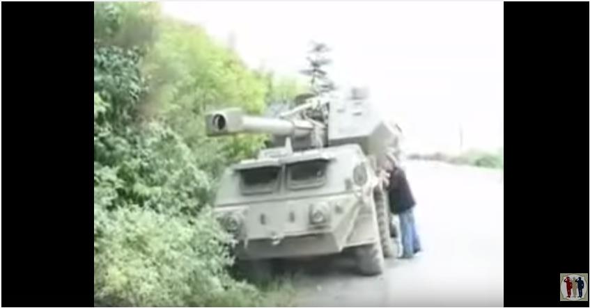2008 წელი.ქალაქ გორთან,მიტოვებული ქართული დანა,ასევე აფეთქებული ბმპ-1(თვითონ ქართველებმა ააფეთქეს,გზაში მწყობრიდან გამოვიდა..