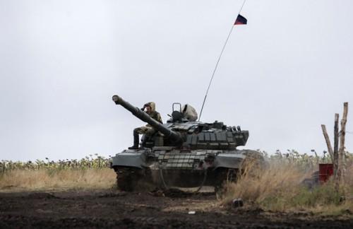 Россия завезла огромное количество танков в окрестности Донецка. 4 фото