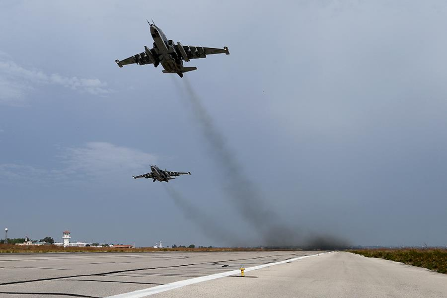 სირია ისლამისტი მებრძოლების და რუსული  Cy-25 ტიპის მოიერიშე თვითფრინავების ჰაერსაწინააღმდეგო ბრძოლა