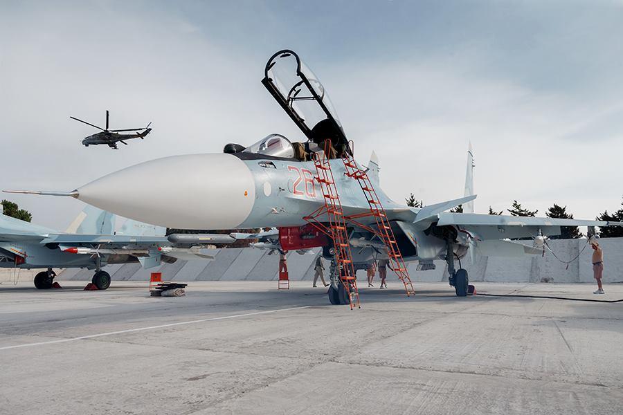 რუსული Cy-30 ტიპის გამანადგურებელი თვითფრინავები სირიაში სამხედრო ბაზაზე (ფოტო რეპორტაჟი)