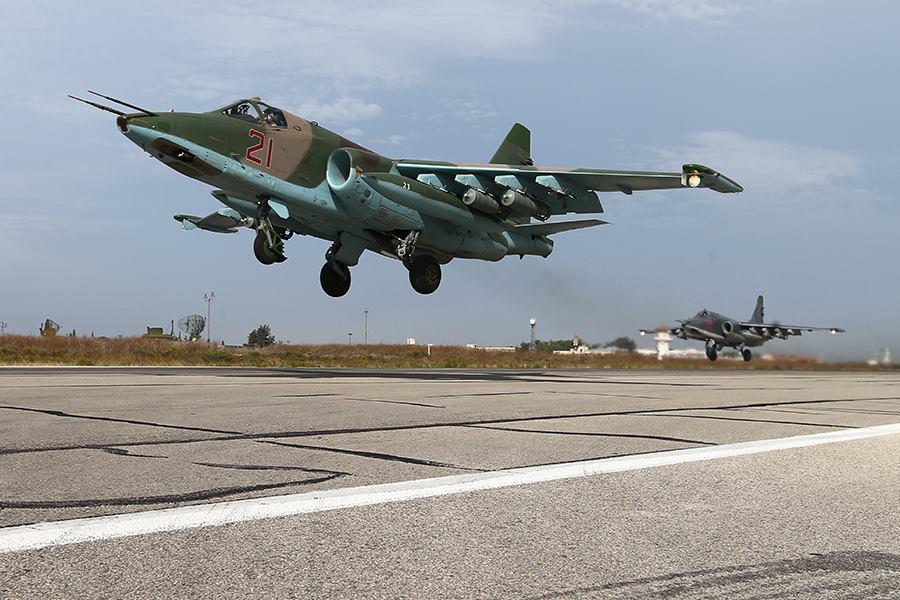 რუსული Cy-25 ტიპის მოიერიშე თვითფრინავები სირიაში სამხედრო ბაზაზე (ფოტო რეპორტაჟი)