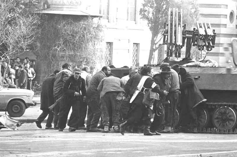 თბილისის ომი – 1991 – პარლამენტის შენობა (ვიდეო)