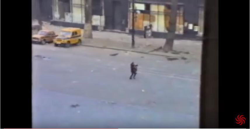 ტრაგედია და საგიჟეთი საქართველოში. სიკვდილი კამერის წინ. რუსთაველის გამზირი 30.12.1991 (ვიდეო)