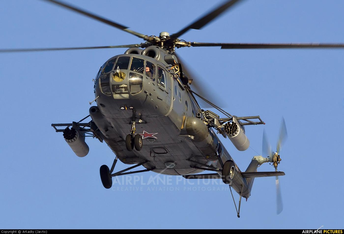 ინტერნეტში სირიაში ჩამოგდებული რუსული MI-8 ტიპის  სამხედრო სატრანპორტო შვეულფრენის ვიდეო კადრები ვრცელდება.
