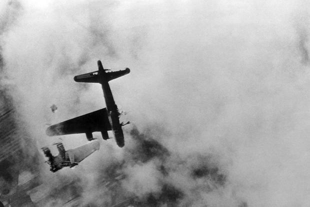 გერმანული მეშერშმიტები და ფოკე-ვულფები ამერიკული B-17 ბომდამშენების წინააღმდეგ. საჰაერო ბრძოლის ამსახველი დოკუმენტური ვიდეო.მეორე მსოფლიო ომი.