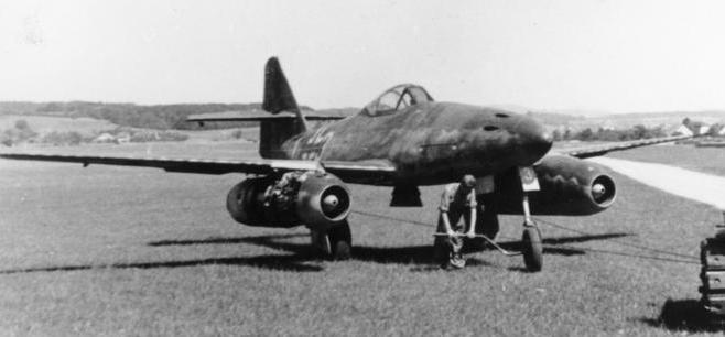 ერთმა გერმანულმა ME-262 მეშერშმიტის ტიპის რეაქტიულმა გამანდგურებელმა თვითფრინავმა 11 ამერიკული ბომდამშნეი B-17 ჩამოაგდო.