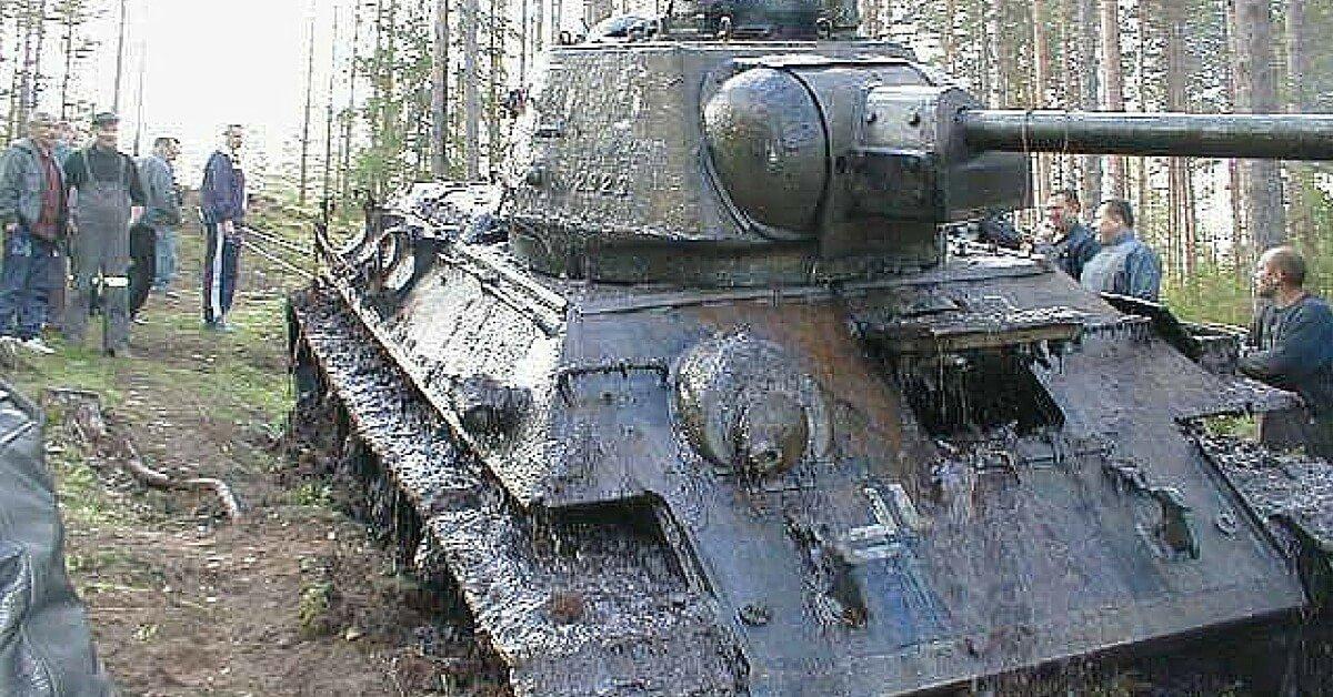 ესტონეთში გერმანელების მიერ 60 წლის წინა ჩაძირული საბჭოთა T-34 ტიპის ტანკი ტბიდან ამოიღეს.(ვიდეო)