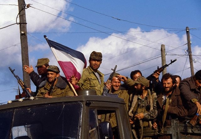 აფხაზეთის გმირები! ვინ დაკიდა სოხუმში ქართული დროშა.(ვიდეო)