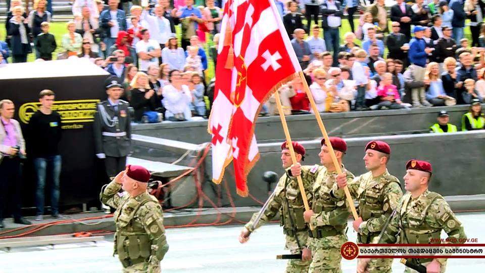 ქართველმა სამხედროებმა უკრაინის დამოუკიდებლობის დღისადმი მიძღვნილ აღლუმზე ჩაიარეს.(ვიდეო)
