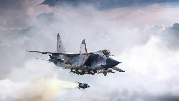 """Истребитель МИГ-31БМ расчищает дорогу для ТУ-95 (""""Медведь"""") Читайте больше на http://www.militarytimes.ru/articles/23569.html"""