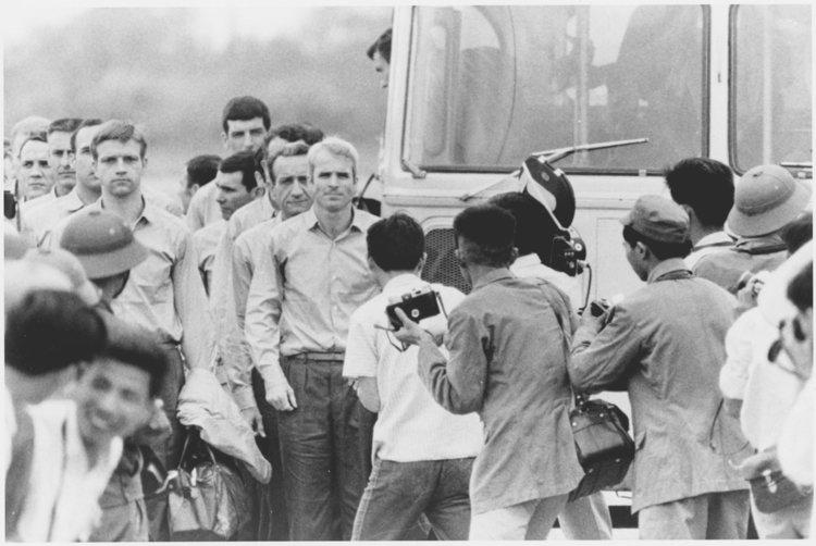 ჯონ მაკეინის და ამერიკელი სამხედრო ტყვეების დაბრუნება ვიეტნამიდან ამერიკაში 1973 წელი (დოკუმენტური ვიდეო)