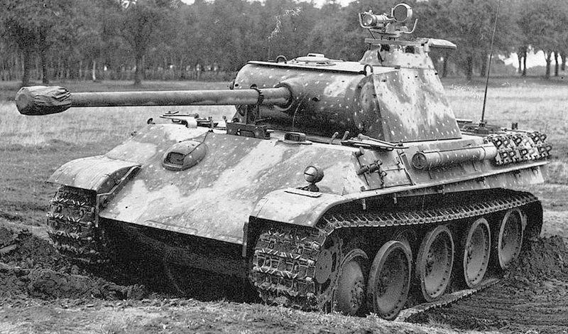 ამერიკული შერმანის და პერშინგის ტიპის ტანკები გერმანული ავაზას ტიპის ტანკის წინააღმდეგ, სატანკო ბრძოლა კელინი 1945 წლის 6 მარტი დოკუმენტური ვიდეო.