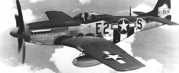 ამერიკულიAmerican P-51 თვითფრინავი ტოკიოს ბომბავს (დოკუმენტური ვიდეო)