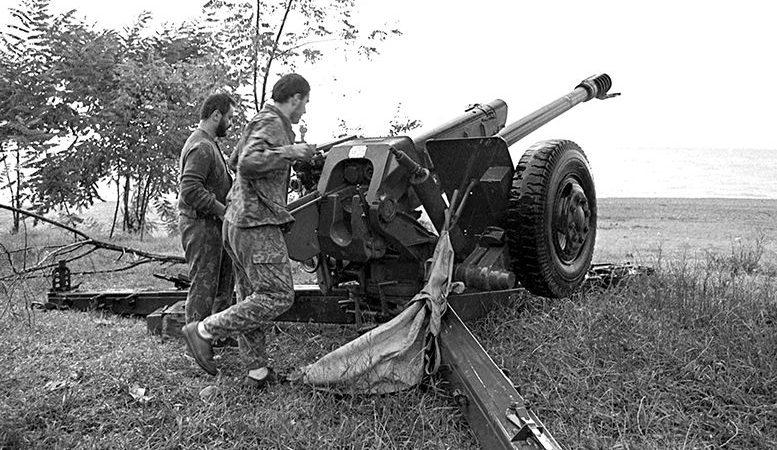 როგორ  მოიგერია ქართულმა არმიამ 1993 წლის 15-16 მარტს სოხუმზე აფახაზი სეპარტისტების  შეტევა და რა ტიპის საარტილერიო დანადგარებით მიყენს ქართველმა არტილერისტებმა  დიდი ზარალი შეტევაზე გადმოსულ სეპარატისტებს