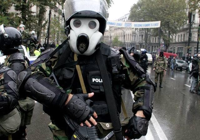 რა სახის არალეტალური იარაღი გამოიყენეს 2007 წლის 7 ნოემბერს აქციის დაშლისას