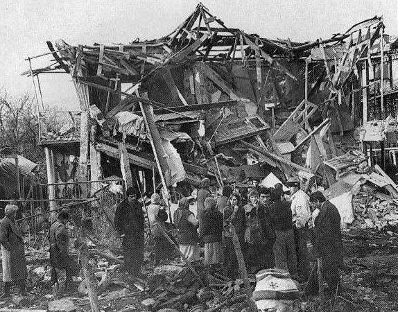 სოხუმი 21.02.1993 ასე გამოიყურებოდა ჟურნალისტი თენგიზ პაჩკორიას სახლი,სოხუმის საცხოვრებელი კვარტლის ღამის საჰაერო დაბომბვის შედეგად (ვიდეო)