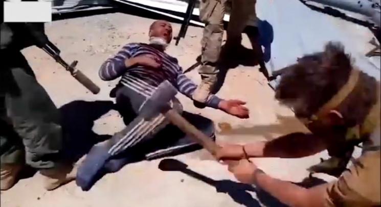 """სირიაში დაქირავებულმა """"ვაგნერის"""" რუსმა მებრძოლებმა სირიელ სამხედრო აწამეს,თავი მოკვეთეს და დაწევს. (ვიდეო.18+)"""