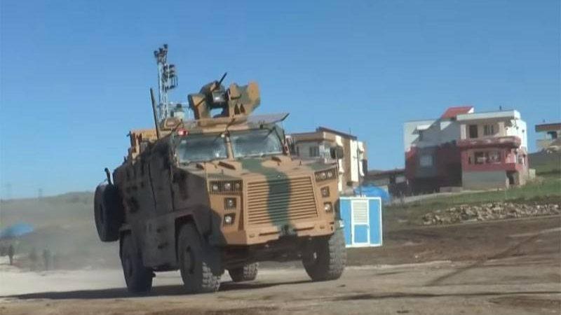 სირიაში საბრძოლო ავიაციამ  თურქული ჯავშანტექნიკის კოლონა დაბომბა (ვიდეო)
