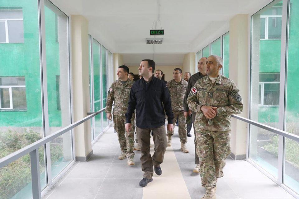 თავდაცვის მინისტრი სამცხე-ჯავახეთში სამხედრო ბაზებზე ინფრასტრუქტურულ სამუშაოებს გაეცნო.