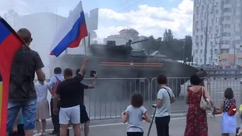 ახალ რუსულ ჯავშანტრანსპორტიორს БТР «Бумеранг» ცეცხლი გაუჩნდა