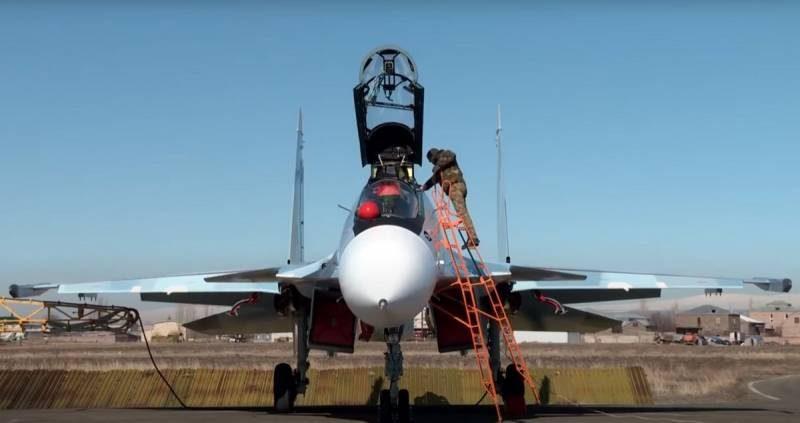 სომხების Су-30СМ ტიპის გამანადგურებელი თვითფრინავები სომხეთ-აზერბაიჯანის საზღვართან პატრულირებენ