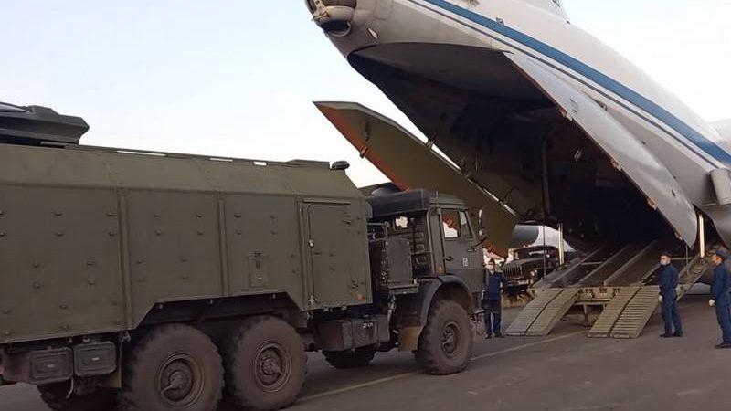რუსეთი აგრძელებს სამშვიდობო ძალების გადაყვანას მთიან ყარაბაღში. ვიდეო