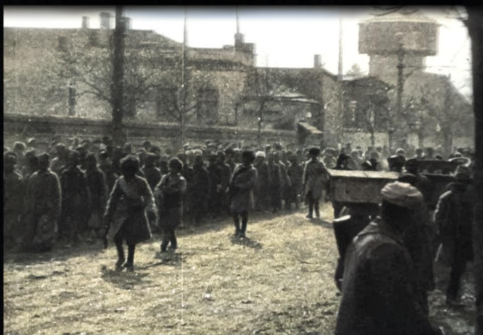19 თებერვალი, 1921: რუსთაველზე წითელარმიელი ტყვეები ჩამოატარეს.